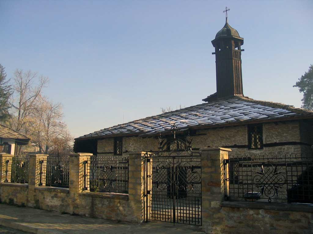 Църквата Архангел Михаил Трявна