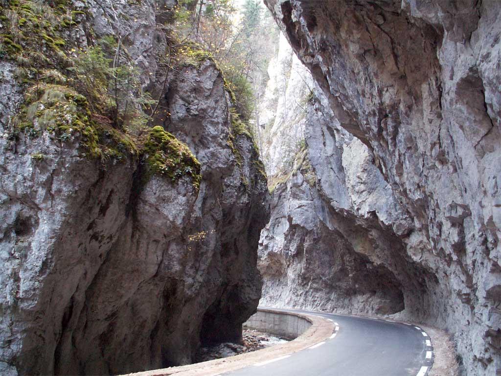 Входа на долината, в която е Ягодинската пещера