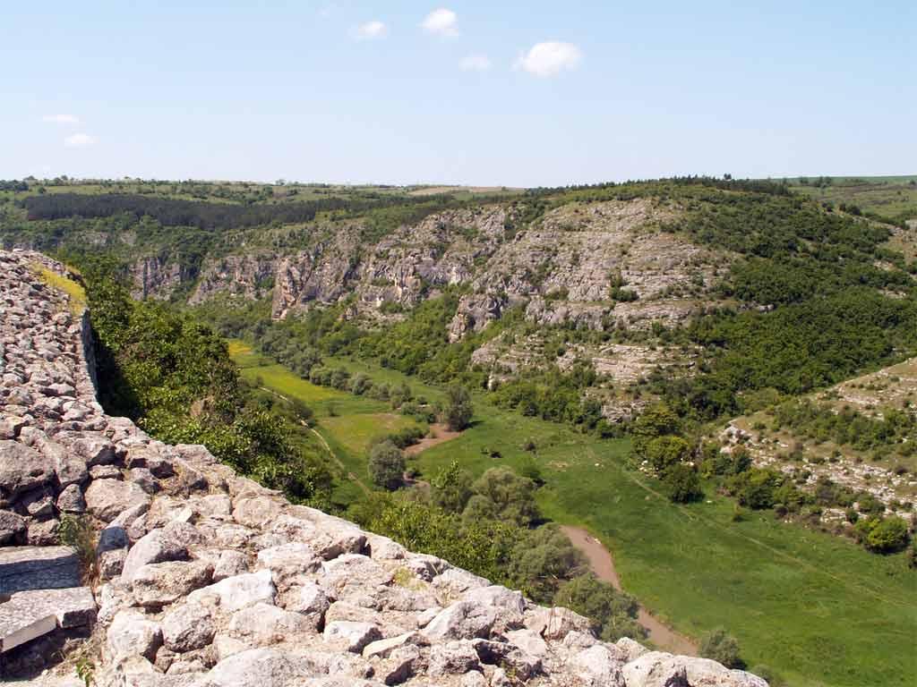 крепостта на хълма до под Русенски Лом