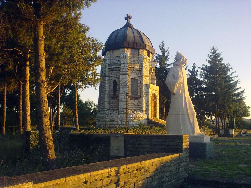 Паметникът на отец Матей Преображенски