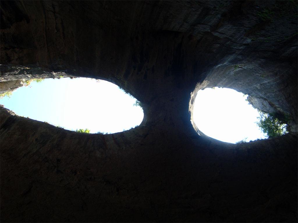 Пещерата Очите на бога