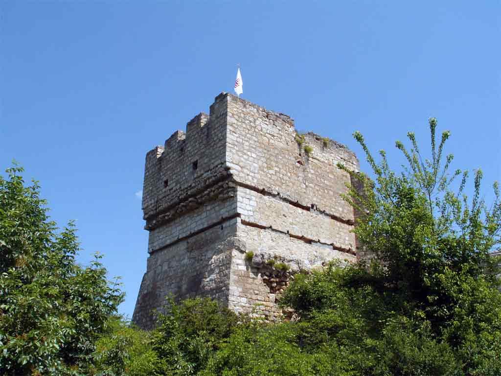 Стражевата кула в Червен
