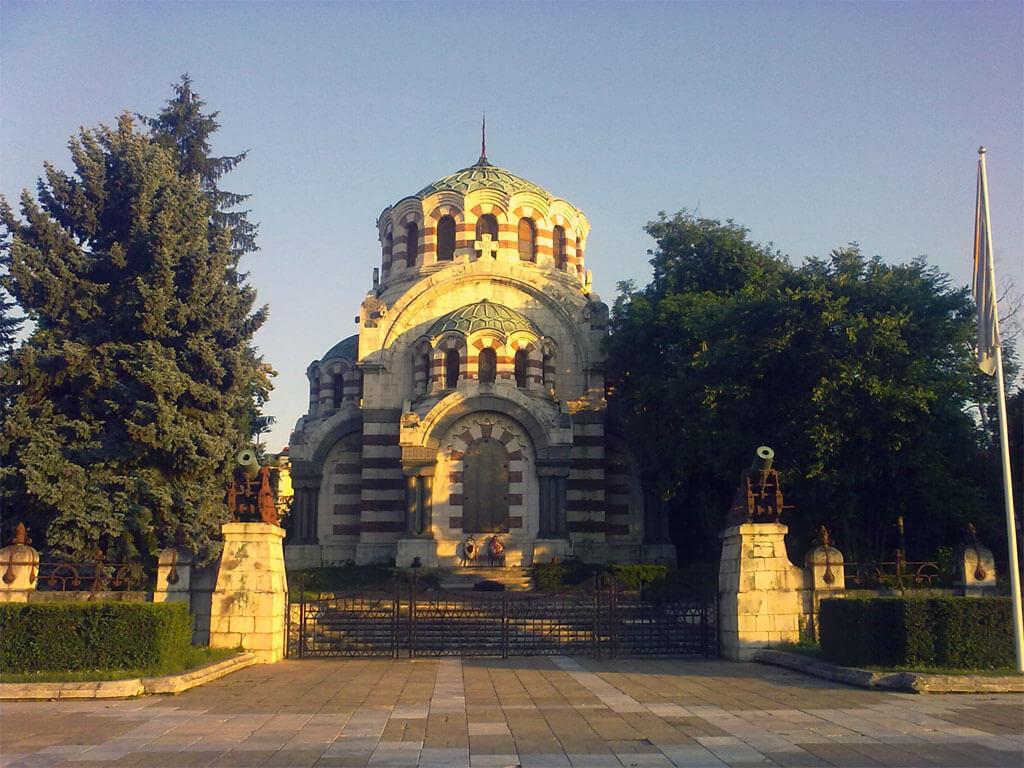 >Центърът на Плевен: Параклис - мавзолей Св. Георги Победоносец