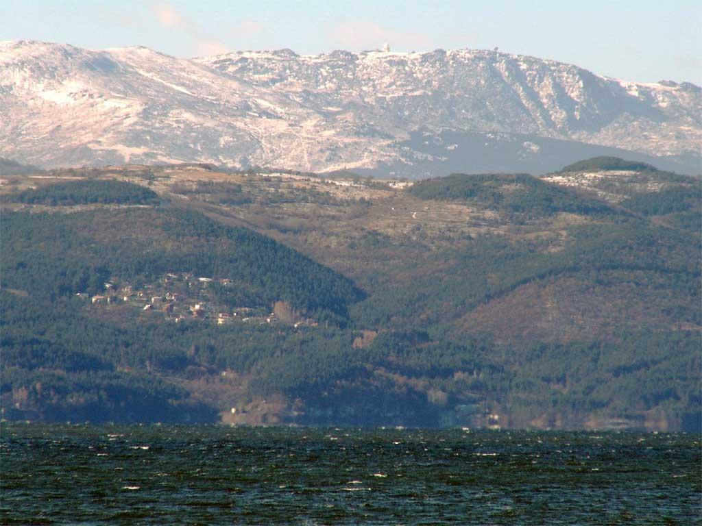 Язовир Искър и планината Плана зад него