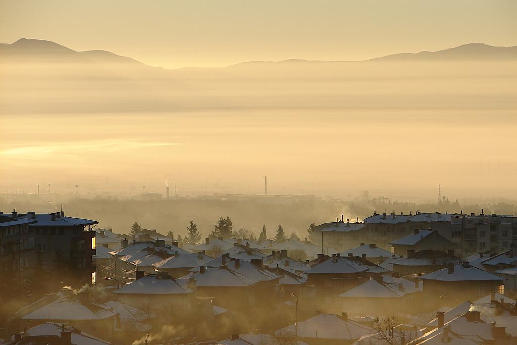Средна гора и Сопот, снимани от парапланер над Стара планина